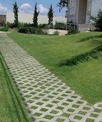 O piso intertravado pisograma é um piso intertravado de concreto que apresenta grama aparente em seu orifício e é utilizado para pavimentação de áreas externas, e em locais onde exige áreas permeáveis. 7 Ideias De Piso Grama Paisagismo Caminhos De Jardim Grama