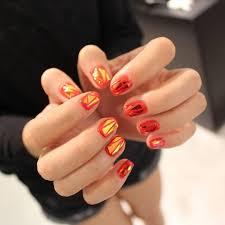 今お隣韓国で大流行中のガラスの破片ネイル 短い爪にも良く合い色