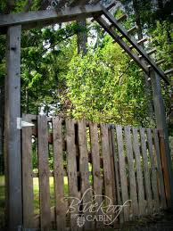 this diy garden gate and trellis were made from old salvaged pallet wood from michelle at blue roof cabin so charming look for the link to the gate only