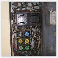 seattle home inspector electrical inspections overloaded fuse electrical inspection uncovered overloaded fuse box multiple tapping of the mains branch circuits resulting