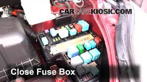 replace a fuse 2004 2010 toyota sienna 2007 toyota sienna le 6 replace cover secure the cover and test component