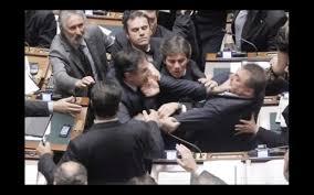 Risultati immagini per tensioni parlamento italiano