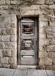 israel298 israel door with no handle photo by e n