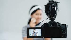 5 Kamera Andalan Untuk Para YouTuber Pemula - Inspirasi Shopee