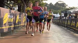 Super League Triathlon - Leo Bergere - All-Out BAREFOOT Sprint to The  Finish!