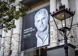 Peter R. de Vries: Niederländer nehmen in Amsterdam Abschied von getötetem  Reporter - DER SPIEGEL