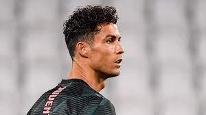 Cristiano Ronaldo rasiert sich den Kopf