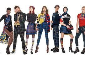 V Kampani Versace Pózuje 54 Modelek A Modelů Je Mezi Nimi I Slovák