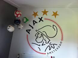 Muurschildering Ajax Logo Op Een Jongenskamer Door Stijlvollemuurnl
