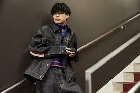 成田凌の髪型パーマセットが色気抜群ショートセンターパート画像も