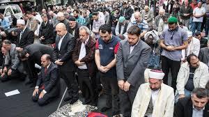 Warum darf EIN muslimisches MÄdchen keinen