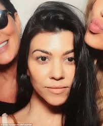 going kourtney kardashian perfects the no make up look as she rocks