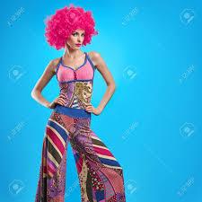 Mannequin Femme Coiffure élégante Maquillage De Mode Sexy Girl Modèle été élégant Hipster Outfit Ludique Fille Cheeky Mode Pose Trendy Dame