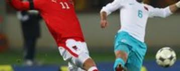 The austria international wanted to leave the hammers to secure a lucrative move to china in january and has. 2009 08 06 Neuss Inter Holt Osterreicher Arnautovic Tagesspiegel