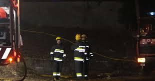 Chamas destroem veículo e provocam danos num armazém em Ponte de Sor