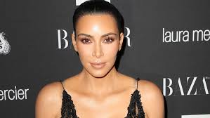kim kardashian hasn t been on social a since her y gunpoint robbery in october 2016 however the reality star made an appearance on her makeup