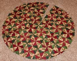QUILTED CHRISTMAS TREE SKIRT PATTERNS - FREE PATTERNS | Tutorials ... & QUILTED CHRISTMAS TREE SKIRT PATTERNS - FREE PATTERNS Adamdwight.com
