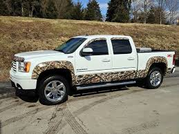 mathew s lost camo rocker panel fender flares and window visors get yours at camomyride com this truck was done by grabiak chevrolet in new castle