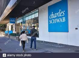 Das Charles Schwab Logo ist am 9 ...