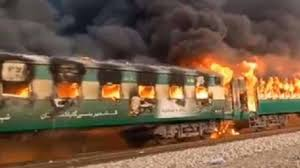 Pakistan, rogo su un treno passeggeri: 65 morti