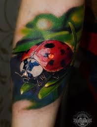татуировка на предплечье у девушки божья коровка фото рисунки
