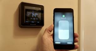 review honeywell lyric t5 brings homekit and touchscreen control honeywell lyric t5