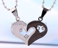 personalized engraved gift for valentine couple necklaces set for 2 personalized couples gifts matching necklaces and bracelets custom wedding rings