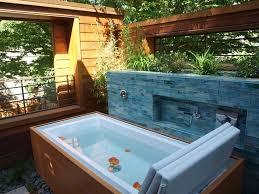 cozy modern outdoor bathtub design ideas 25