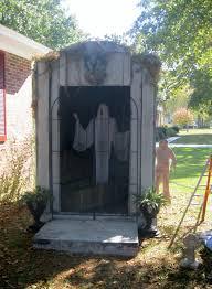 Strobe Light Halloween Ideas 8x6x8 Mausoleum With Fcg Wooden Coffin And Strobe Light