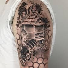 рисунок пчел на плече парня фото рисунки эскизы