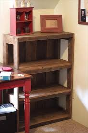 diy wood pallet bookshelf tutorial