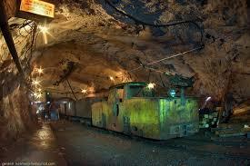 """Экскурсия в самую глубокую шахту Европы - Новости Днепра - Вокруг шахты """" Родина"""" гуляют красные коты, а любители пещер и тоннелей уверяют, что под  землей Кривой Рог гораздо интереснее и красивее   СЕГОДНЯ"""