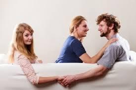 「男性が本命彼女にしかしない行動」の画像検索結果