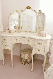Second Hand Shabby Chic Bedroom Furniture 17 Best Ideas About Shabby Chic Vanity On Pinterest Vintage