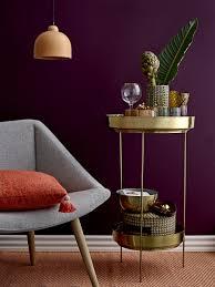 Tafellamp Grijze Fauteuil Met Goudkleurig Bijzettafeltje Voor In