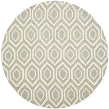 safavieh ham gray ivory 5 ft x 5 ft round area rug