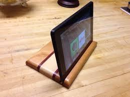 diy striped wooden tablet stand of various kinds of wood via diycraftaddiction wordpress