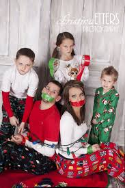fun family christmas pictures ideas. Family Christmas Pictures No Matter The Scenario If You Would Like Your Photos To Be Merry Here Are Some Tips From Experts While It With Fun Ideas Pinterest