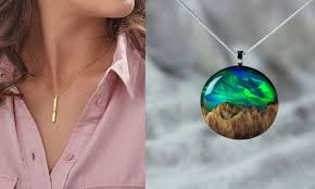 26 necklaces with special meaning