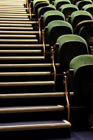 what makes a good lecturer here are our top 20 tips for new lecturers chairs in a lecture hall