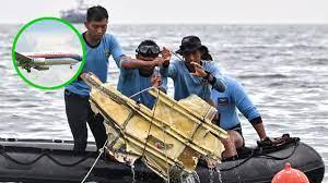 ช็อก เครื่องบินโดยสารอินโดฯตกทะเล ชาวประมงเห็นพุ่งตกราวสายฟ้า ระเบิดสนั่น