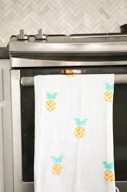 Kitchen Towel Craft A Kailo Chic Life Craft It Summery Pineapple Kitchen Towels
