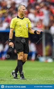 Niederländischer Fußballschiedsrichter Bjorn Kuipers Redaktionelles Foto -  Bild von spieler, becher: 137817486