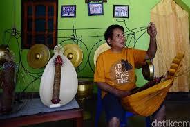 Alat musik ini dimainkan dengan cara dipukul dan berasal dari daerah betawi. Alat Musik Melodis Pengertian Fungsi Dan Contohnya