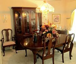 excellent dining room set by pennsylvania house includes queen anne style dining table