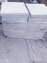 Soleira de ardósia polida tipo exportação com espessura de 2,00 cm nas medidas de 92x15cm. Tampos De Caixa Em Ardosia Ardosia Mg