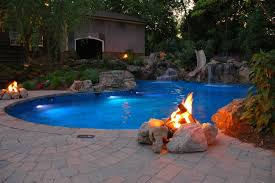 natural retaining wall for pool