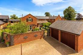 Glen Fields, Newport Pagnell 4 bed barn conversion - £525,000