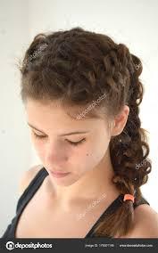 účesy Na Středně Dlouhé Vlasy