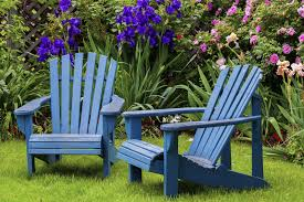 fun painting outdoor wood furniture trellischicago